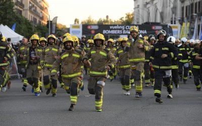La Vueling Cursa Bombers Barcelona reprèn la marxa amb més d'11.000 corredors en una gran festa solidària